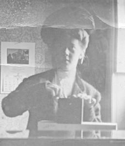 Edna Valentine selfie circa 1905